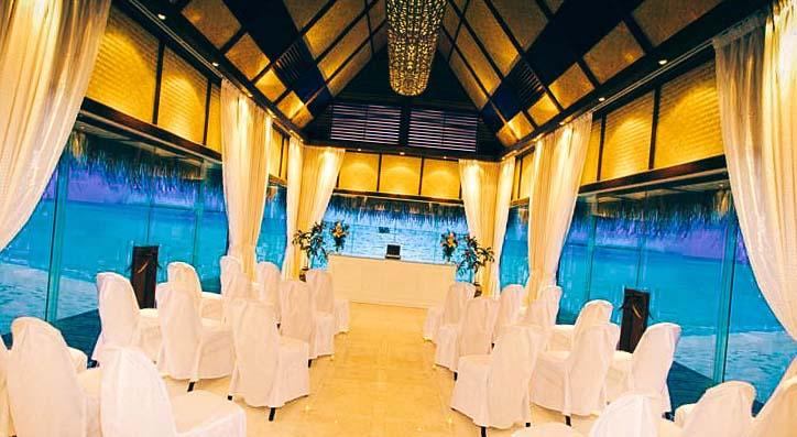 Открит ресторант в Angsana Velavaru
