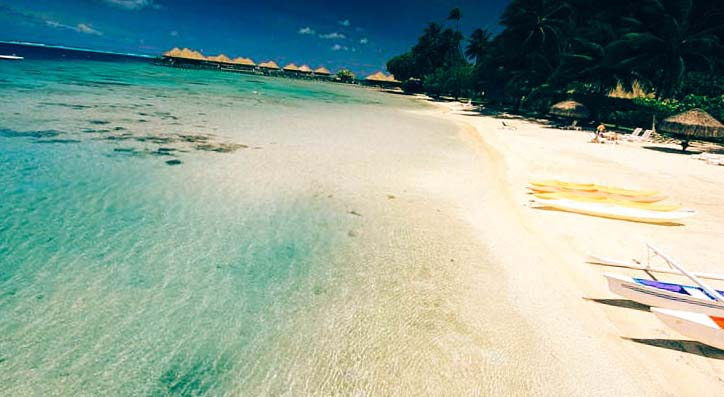 лазурная вода пляжа отеля Hotel Royal Huahine