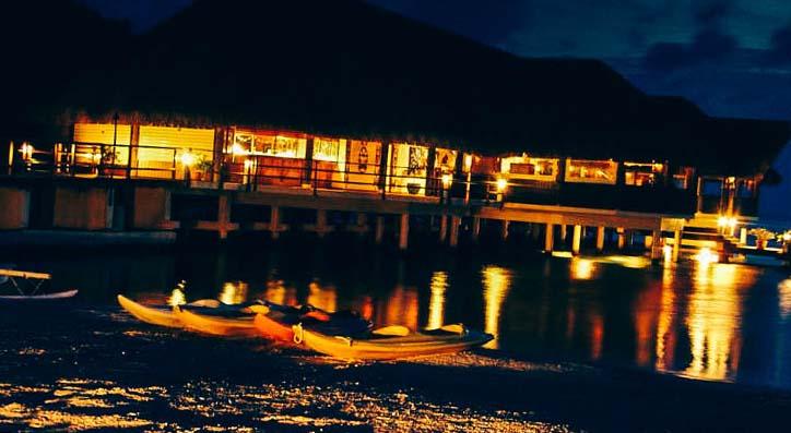 отель Hotel Royal Huahine ночью