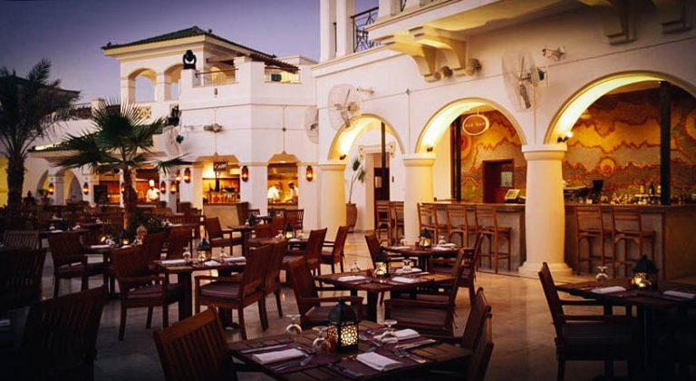 restauracja na ulicy