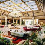 огромный холл отеля