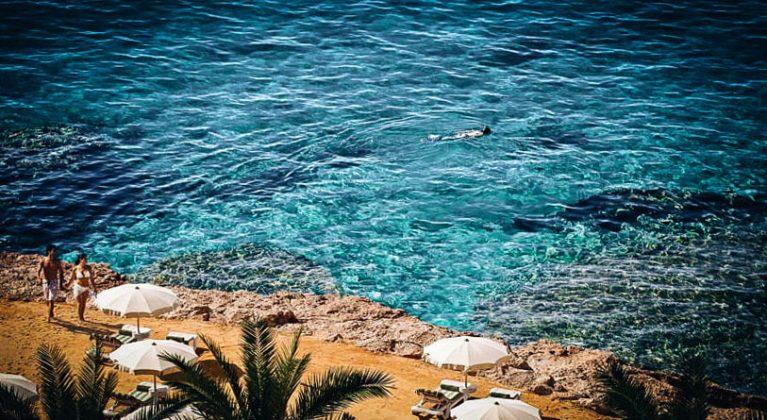 lazurowe morze z hotelu