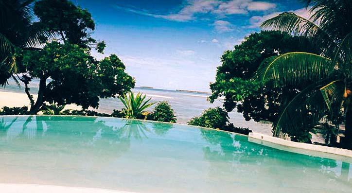 луксозен плувен басейн