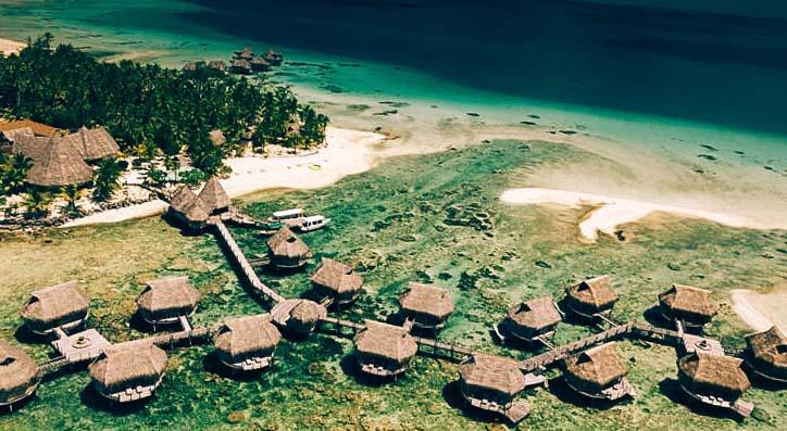 надводный отель Tikehau Pearl Beach Resort вид с самолета