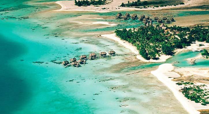 надводные номера отеля Tikehau Pearl Beach Resort - вид с воздуха