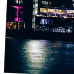 melihat hotel dari sungai