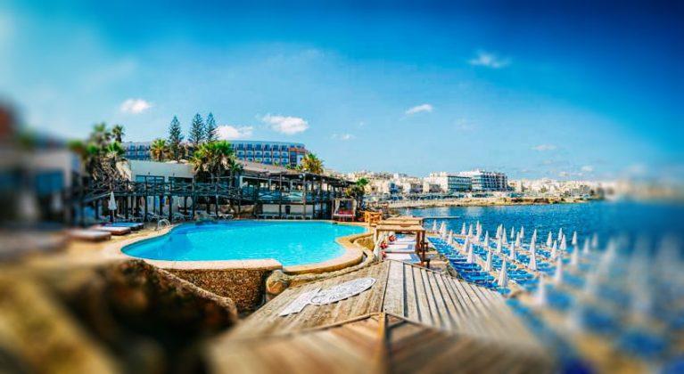 Skats uz viesnīcas baseina Dolmen Resort Hotel & SPA