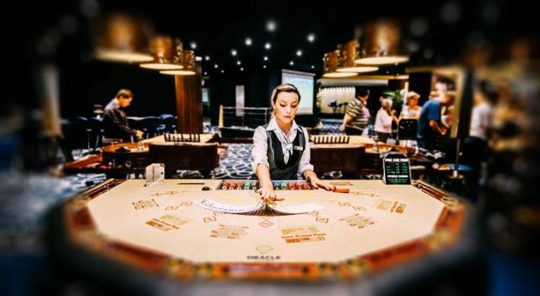 Tirgotājs kazino viesnīcā Dolmen Resort Hotel & SPA