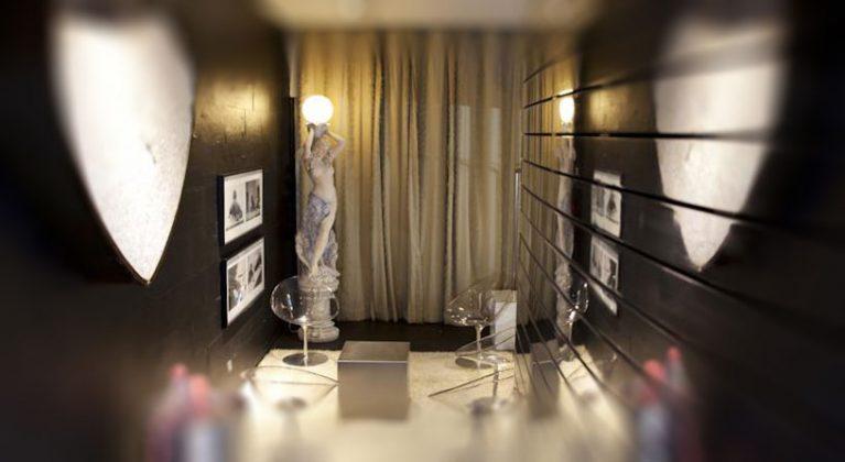 posąg w pokoju