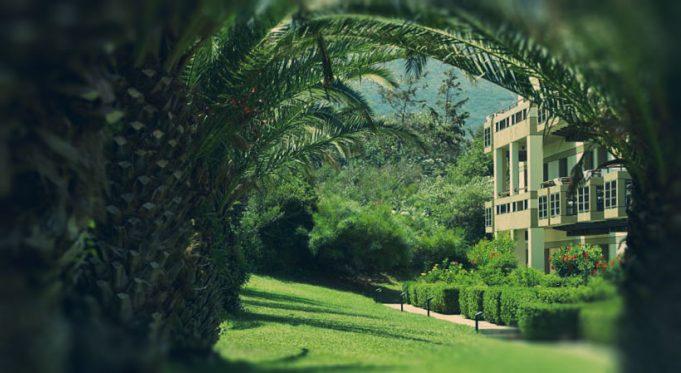 Сад при отеле Grecotel Meli Palace