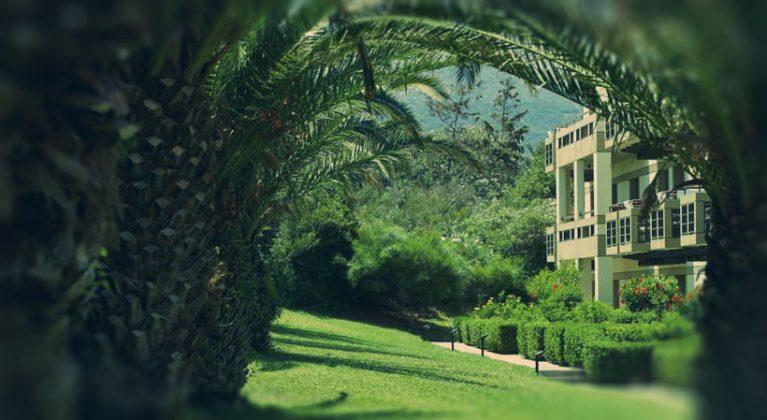 Градината на хотела Grecotel Meli Palace