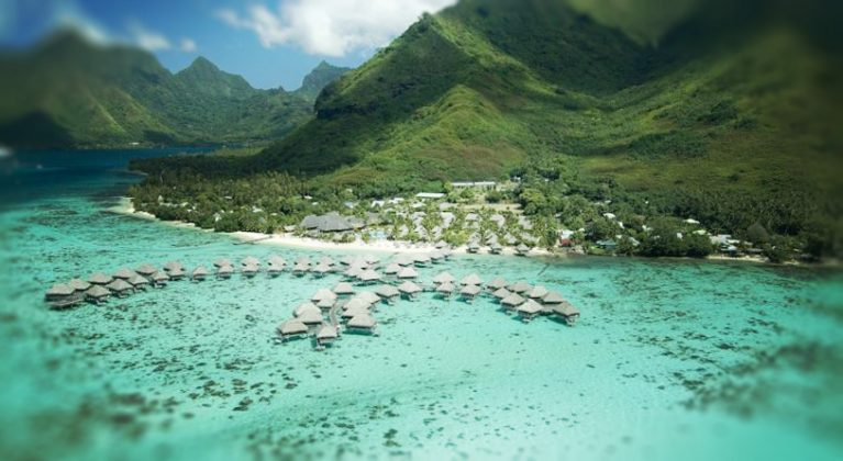 Вид на отель Intercontinental Moorea Lagoon Resort & Spa с воздуха