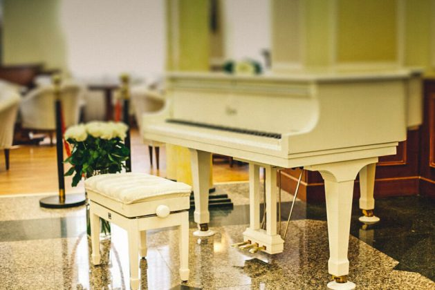 White piano in Parus Hotel