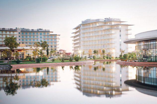Park Hotel Sochi uitsig oor die swembad