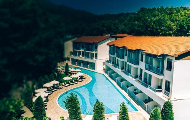 Piccola piscina esterna riscaldata Hotel Amara Dolce Vita di lusso 5*